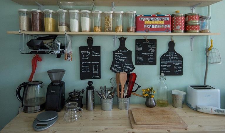 Применение меловых обоев в кухне