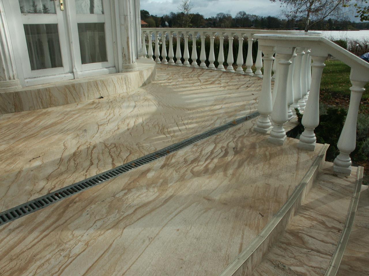 Облицовка лестниц гибким камнем